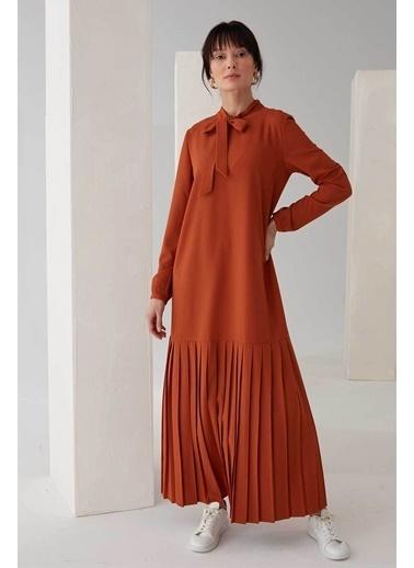 Vivencia Pliseli Boyundan Bağlamalı Elbise Zümrüt Taba